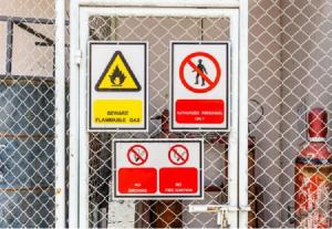 Знаки безопасности, применение - фото